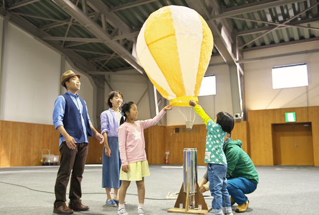 Handmade Hot-air Balloon-making Experience