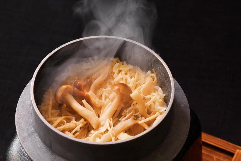 北海道産おぼろづきを使用した季節限定の釜飯