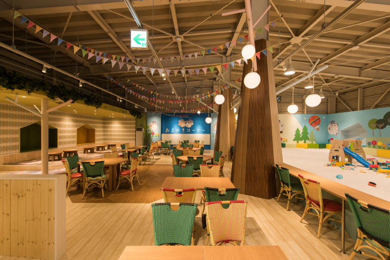 There's raised seating provided behind the bench seats, making the café suitable for families with small children