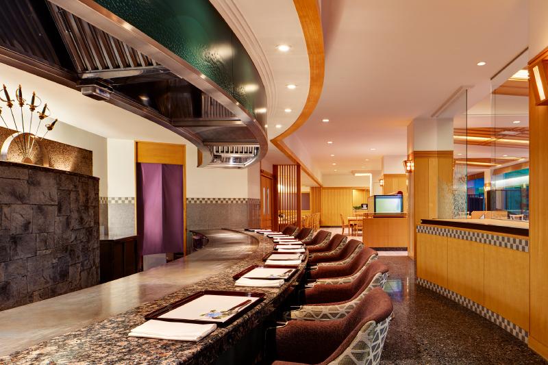 日本料理 風花の一角。10席のみのカウンターで鉄板焼きをご提供