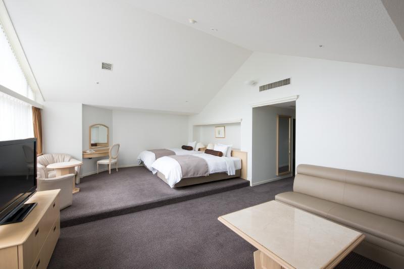 リビングルーム (シングルベッド2台)