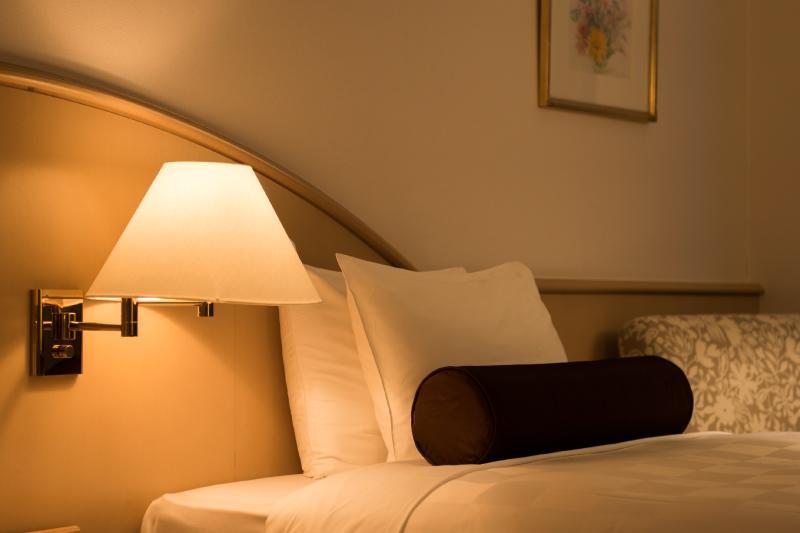 快適な睡眠をサポートするシモンズ社製ベッド