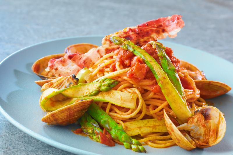 6月 [アスパラガスフェア] アスパラガスと厚岸産あさりのトマトソーススパゲッティ