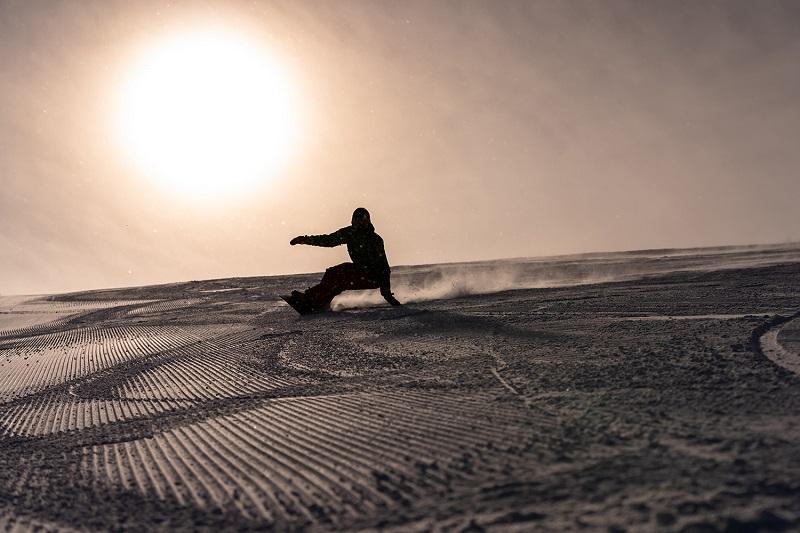 [メディア掲載] スノーボードメディア SBN FREERUN 「滑り手と圧雪職人が伝えるルスツの魅力」