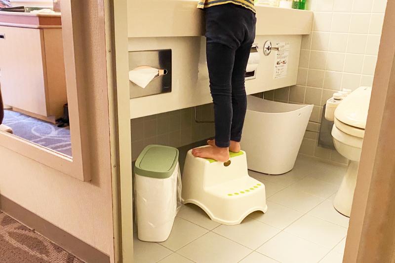 オムツ用ゴミ箱、踏み台もご用意しております。