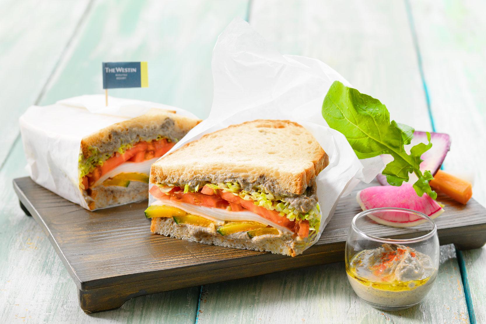 ルスツ野菜のサンドイッチ 羊蹄山麓のハムス添え