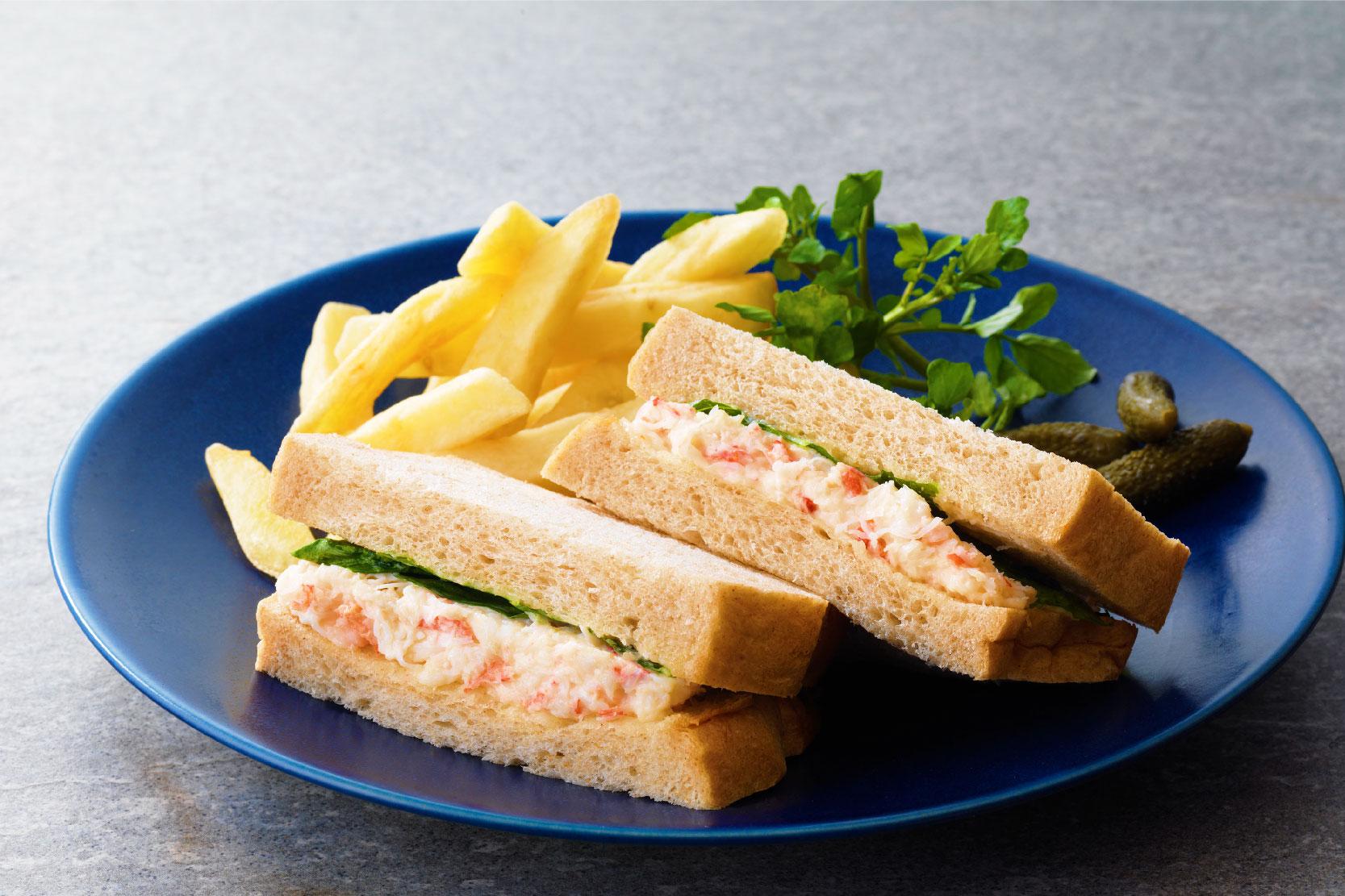 蟹のサンドイッチ (フレンチフライ添え)