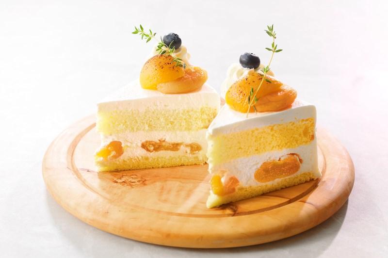 6月 [チーズデザートプロモーション]  クリームチーズと杏のショートケーキ